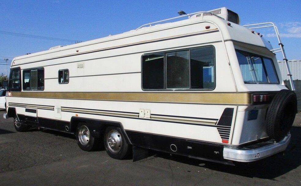 1982 Holiday Rambler Imperial 33
