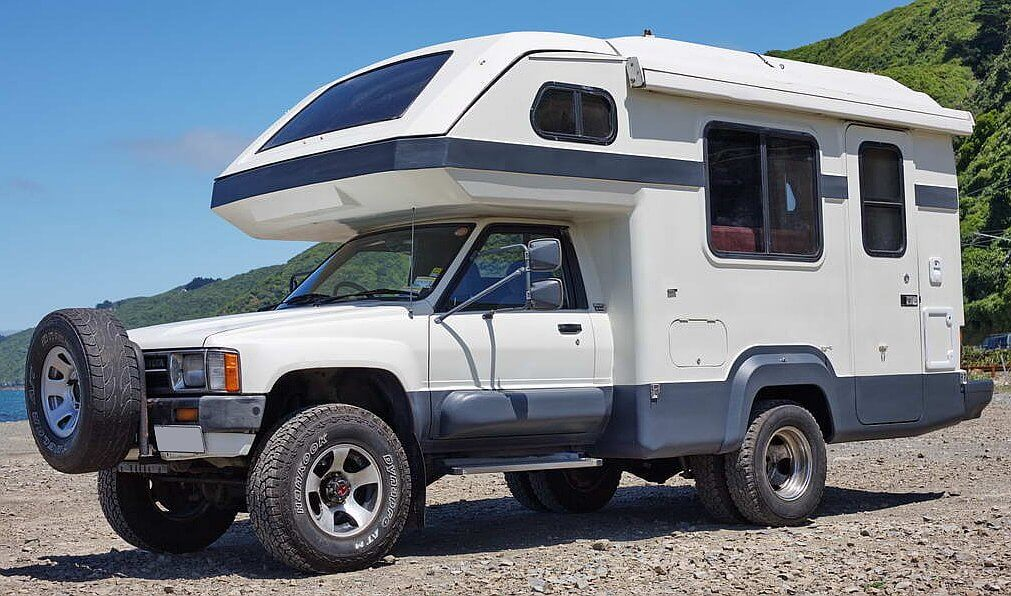 1988 Global Galaxy Toyota Hilux 4x4 Camper