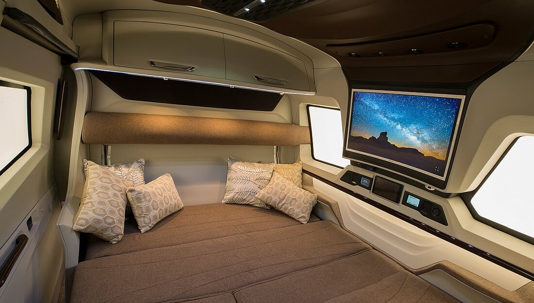 2018 Pinnacle Expandable Luxurious Motorhome Finetza